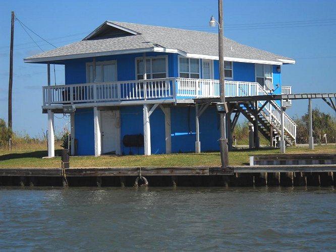 Matagorda vacation rentals 38 beach road matagorda texas for Fishing cabins for rent in texas